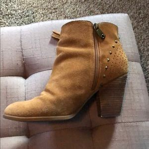 GUESS Tan booties